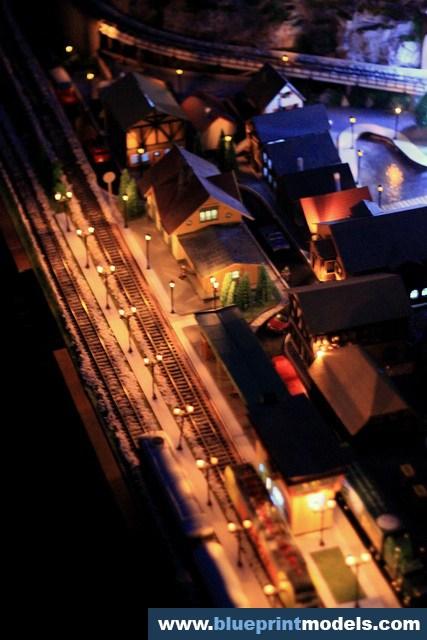 Railway Train Diorama - Night Images (15)