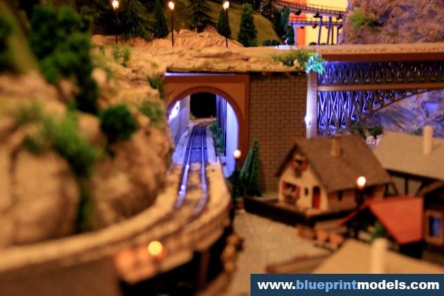 Railway Train Diorama - Night Images (27)